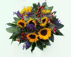 Blumenstrauß mit Sonnenblumen und Lavendel