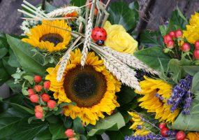 Sonnenblumenstrauß mit Glückskäfer