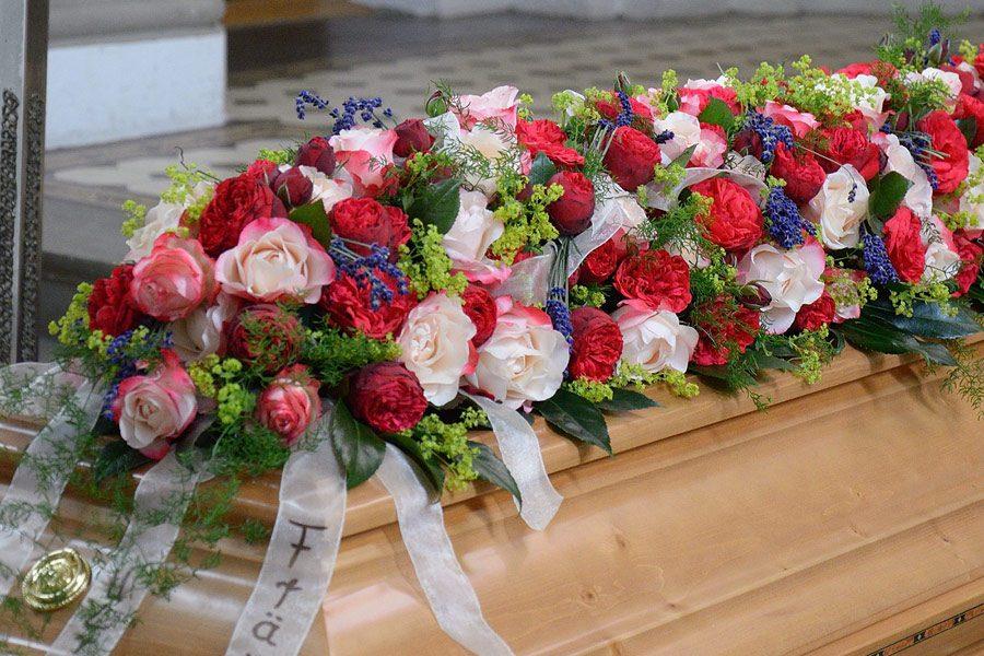 Blumenbouquet für Sarg