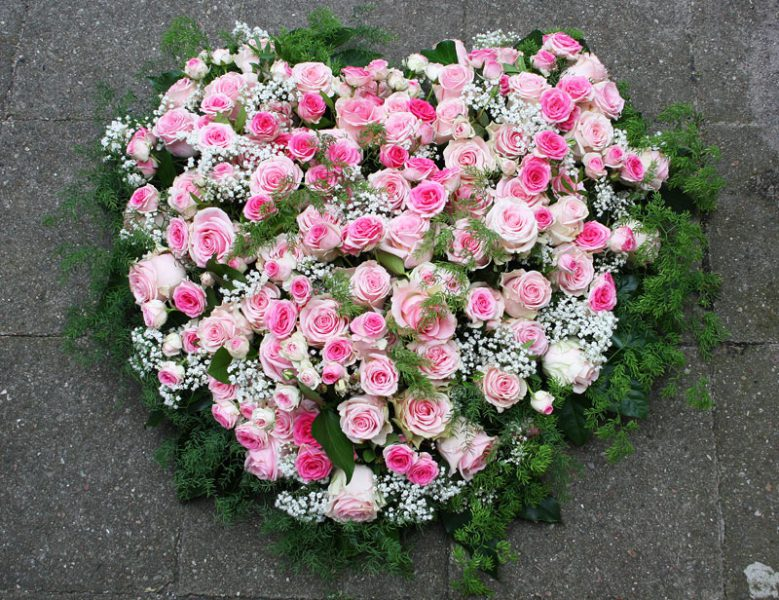 Blumengesteck Herz mit Rose