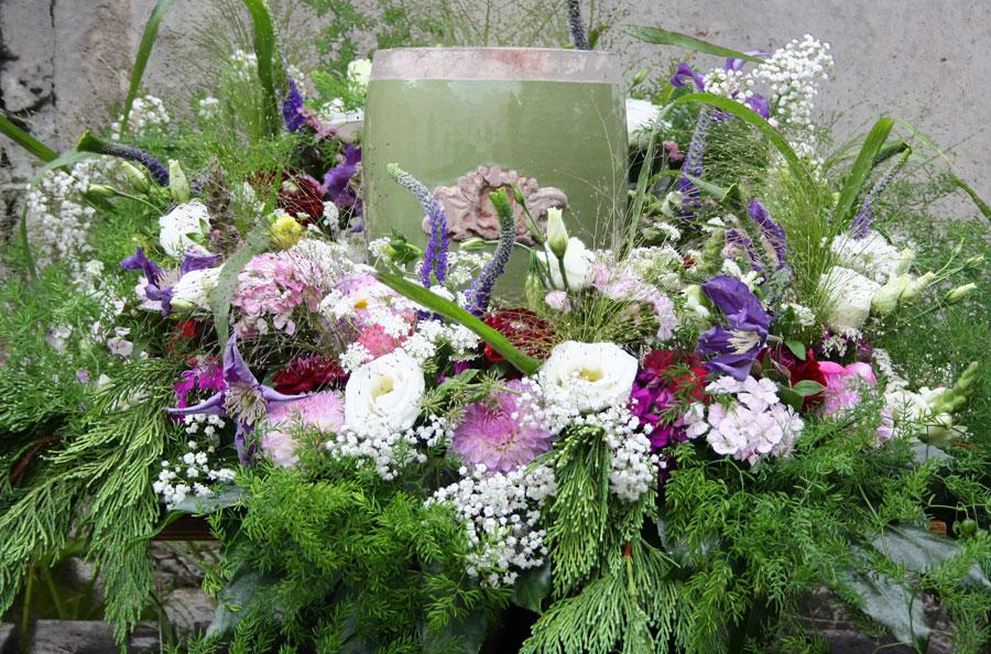 Blumenkranz für Urne