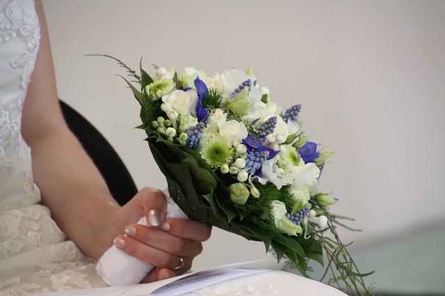 Brautstrauss mit blauen Blumen