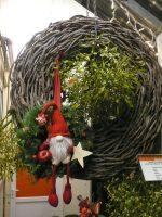 Türkranz zu Weihnachten mit Wichteldekoration