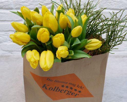 20 Tulpen und Heidelbeere erhältlich im Blumenladen in Kiel.jpg