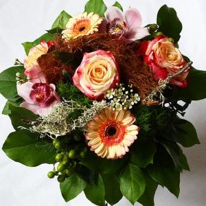 rund gebundener Blumenstrauß mit Orchidee, Rose und Gerbera