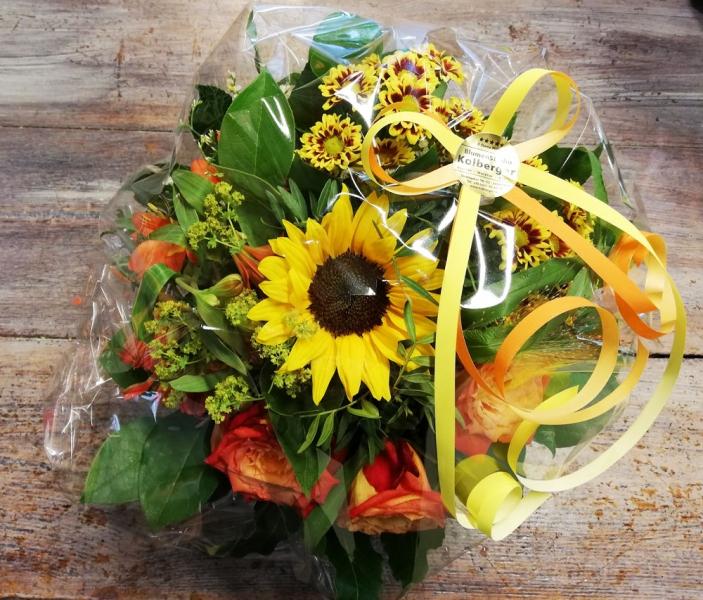 Blumenstrauss als Präsent in Folie