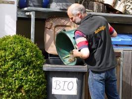 Sven Kolberger trennt konsequent den Müll und hat extra eine Tonne für verwertbaren Biomüll