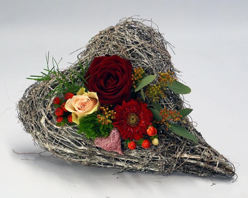 Herz mit roter Rose