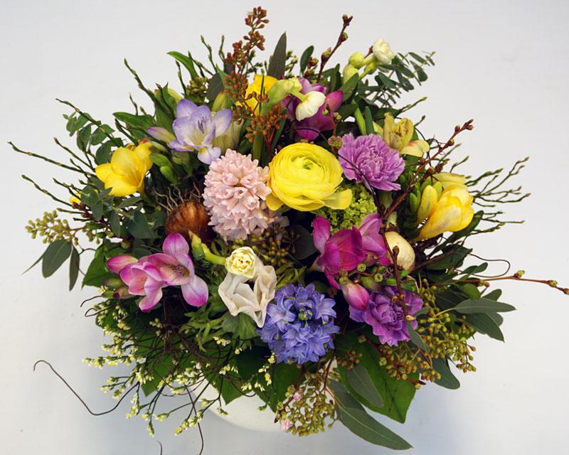 Pastellfarbener Blumenstrauss zarte Frühlingsgefühle, mit Hyazinthe, Ranunkel, Freesie