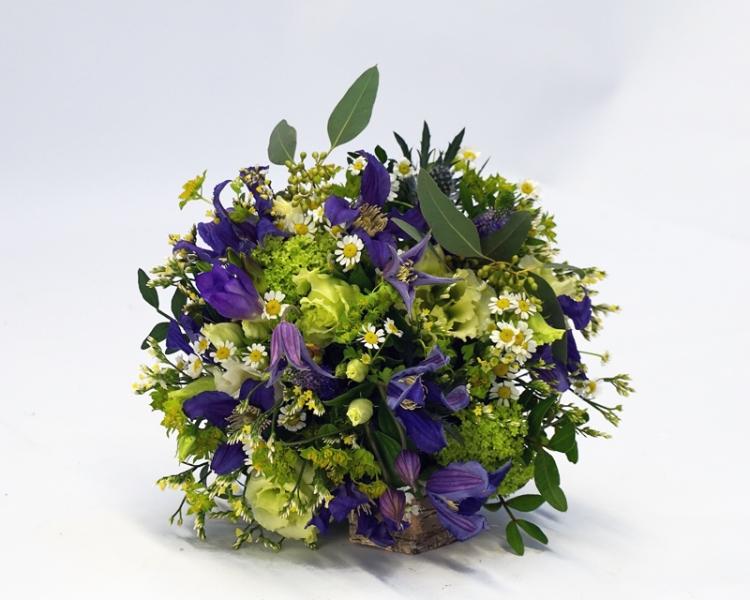 Brautstrauß mit blauen Blumen: Clematis und Veronica