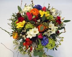 bunter Blumenstrauß im Frühling