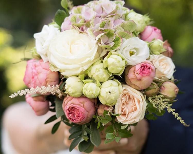 Brautstrauß mit Pfingstrosen in Pastell