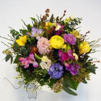 Blumenstrauß mit Hyazinthen, Ranunkeln und Freesien
