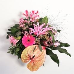 Exotischer Blumenstrauß mit Anthurie und Inkalilie