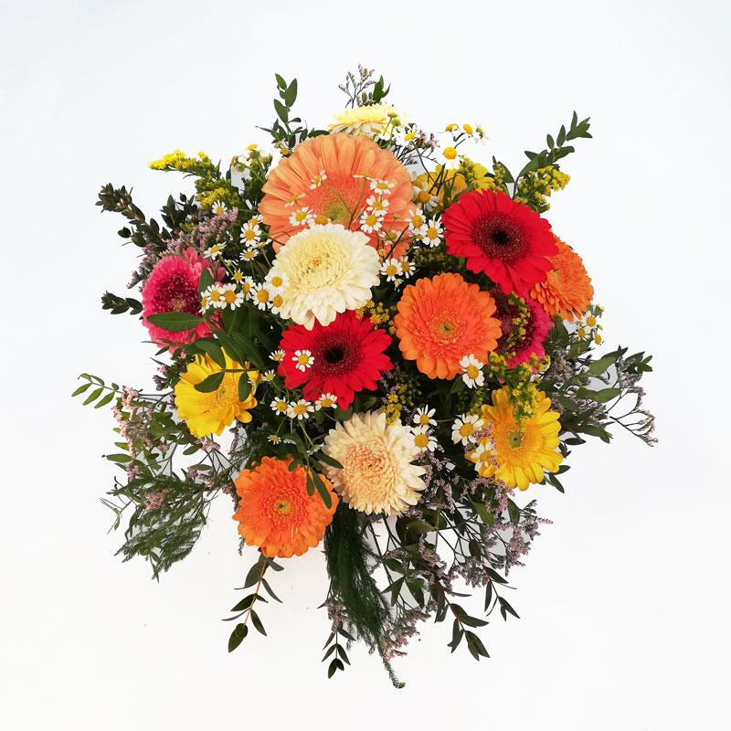 Blumenstrauß rund gebunden mit Gerbera in den Farben Creme, Gelb, Orange, Rot und Kamille